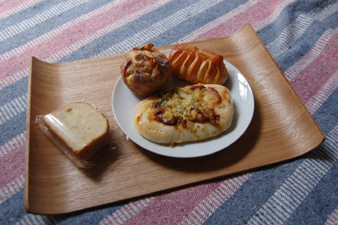 5.14あそこのパン.jpg